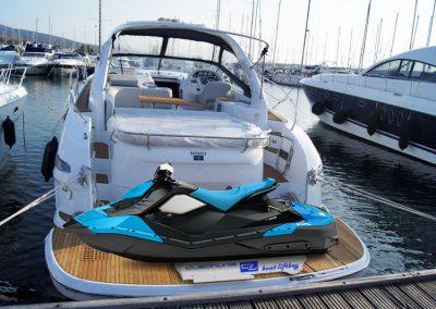 Jetski auf Bootsdeck